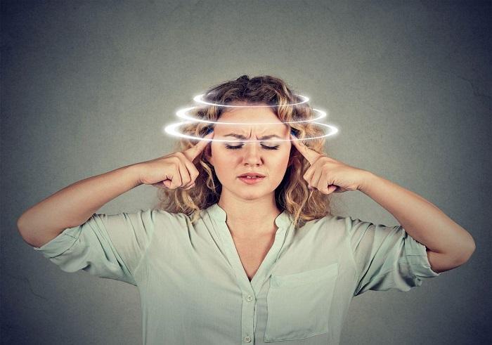 Chóng mặt, hoa mắt sau khi đứng dậy là triệu chứng của bệnh gì?